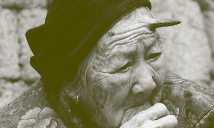 A una anciana china de 101 años le crece un cuerno de 6 centímetros